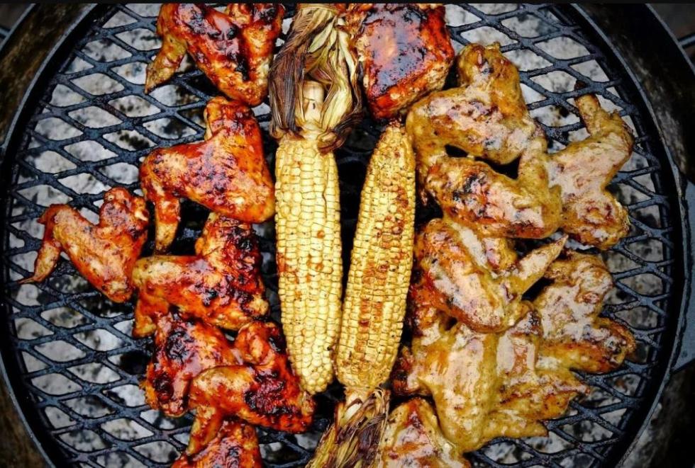 KUDU charcoal grill Alabama White vs Carolina Red chicken